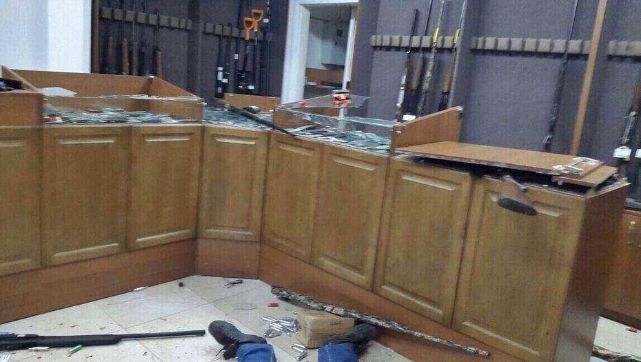 """Оружейный магазин """"Паллада"""" после нападения террористов"""