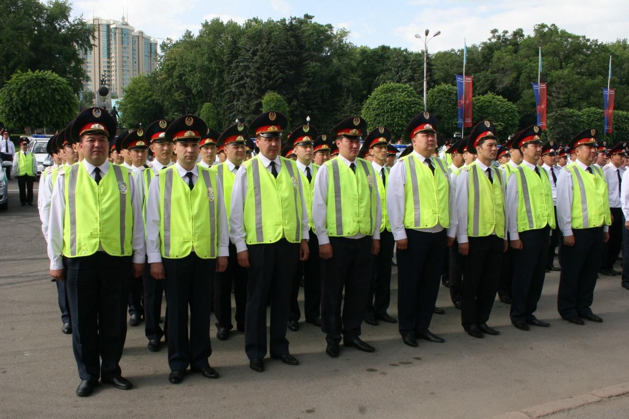 Алматинцев охраняют около шести тысяч полицейских