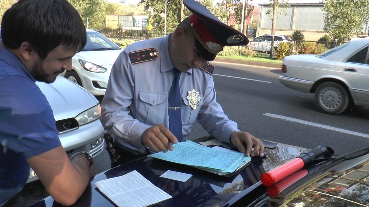 Полицейские проверили всех участников кортежа