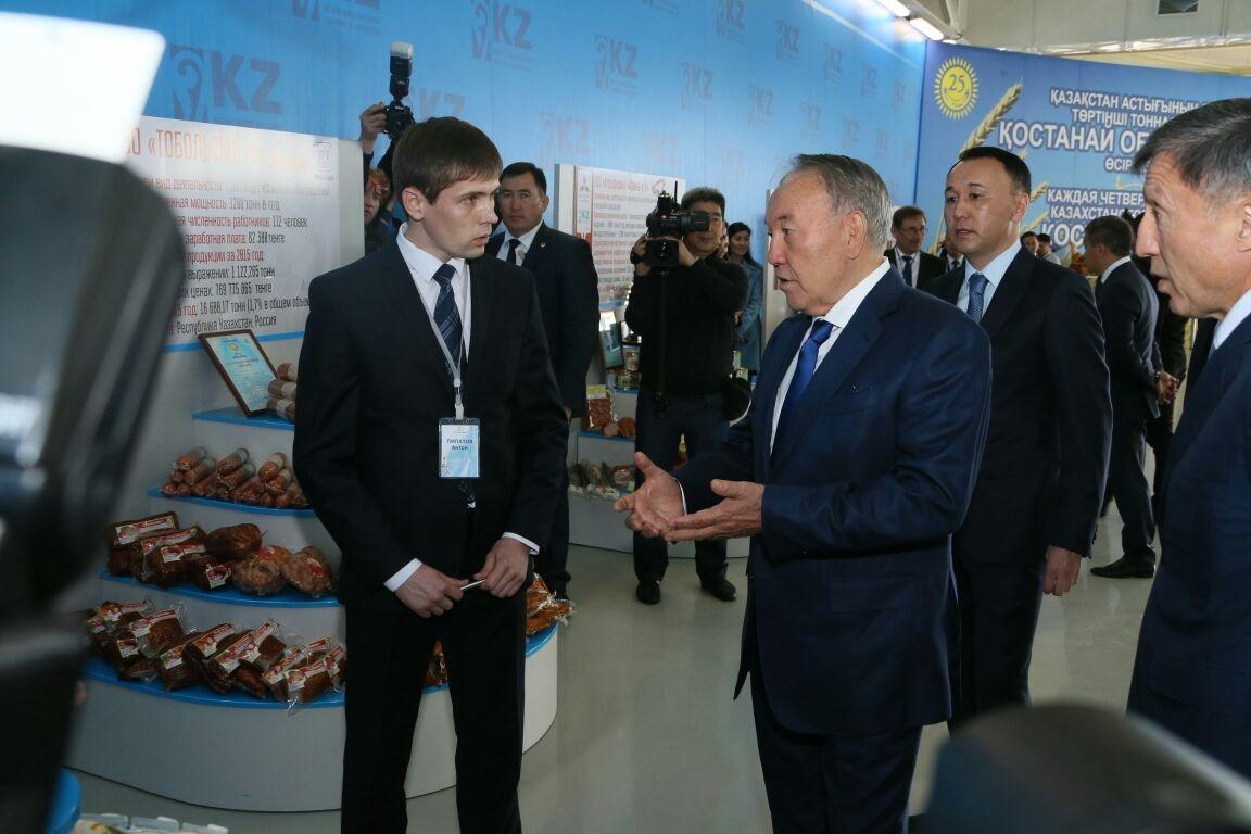 Назарбаев в бисквитном цехе