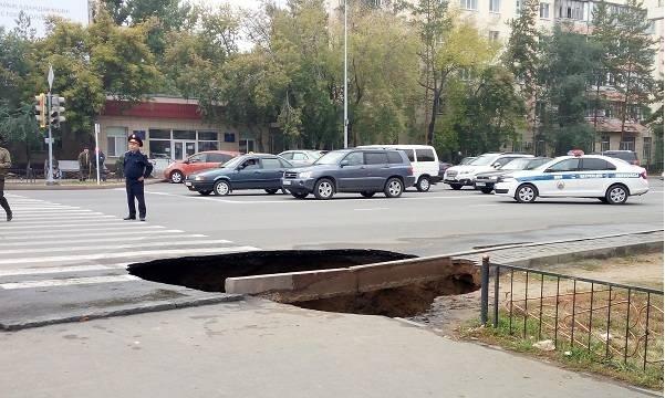 58-летняя женщина и 4-летний ребёнок провалились в яму