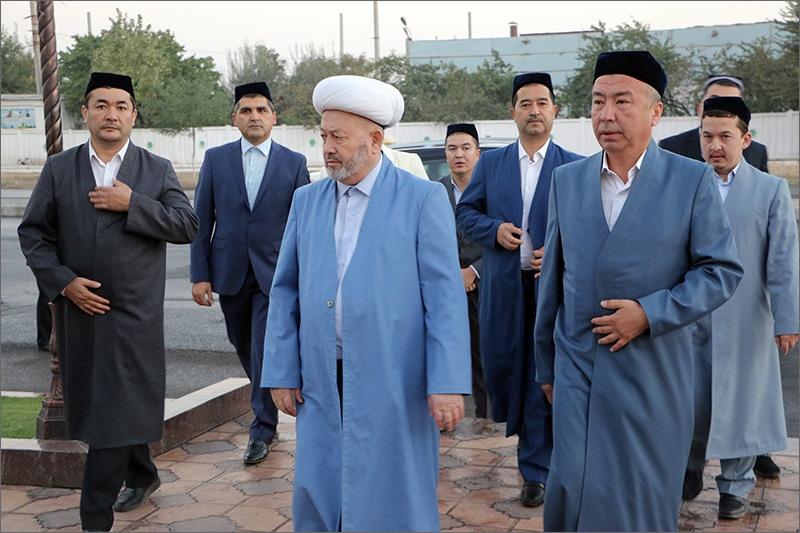 Первое чтение Корана в новой мечети совершил главный муфтий