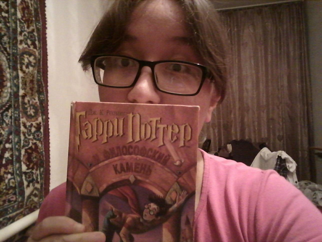 """Судя по комментарию к фото, девушка является фанаткой книг о """"Гарри Поттере"""""""