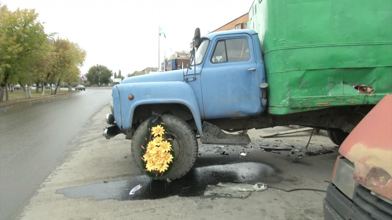 Полиция ищет ещё один автомобиль, из-за которого машина Влада и его друга влетела под грузовик