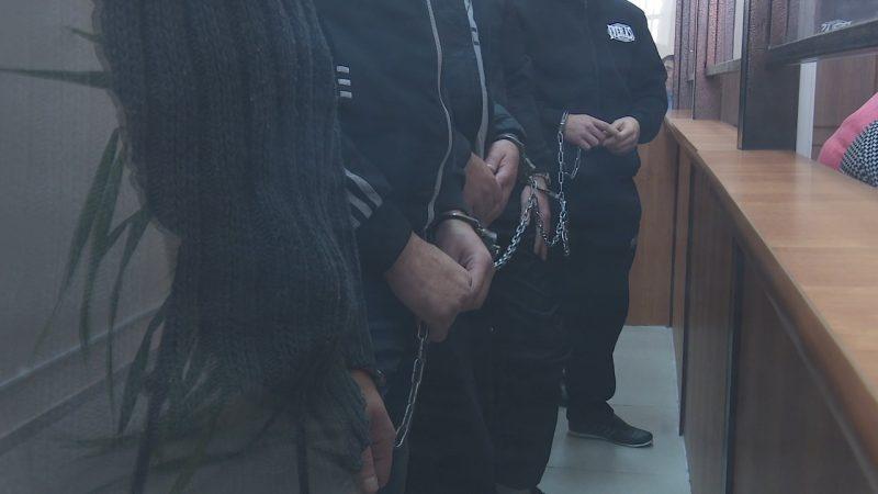 Подсудимые признаются только в грабеже