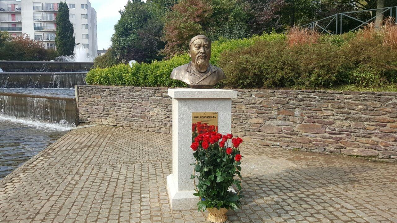 Бюст Абая открыли во французском городе Ренн