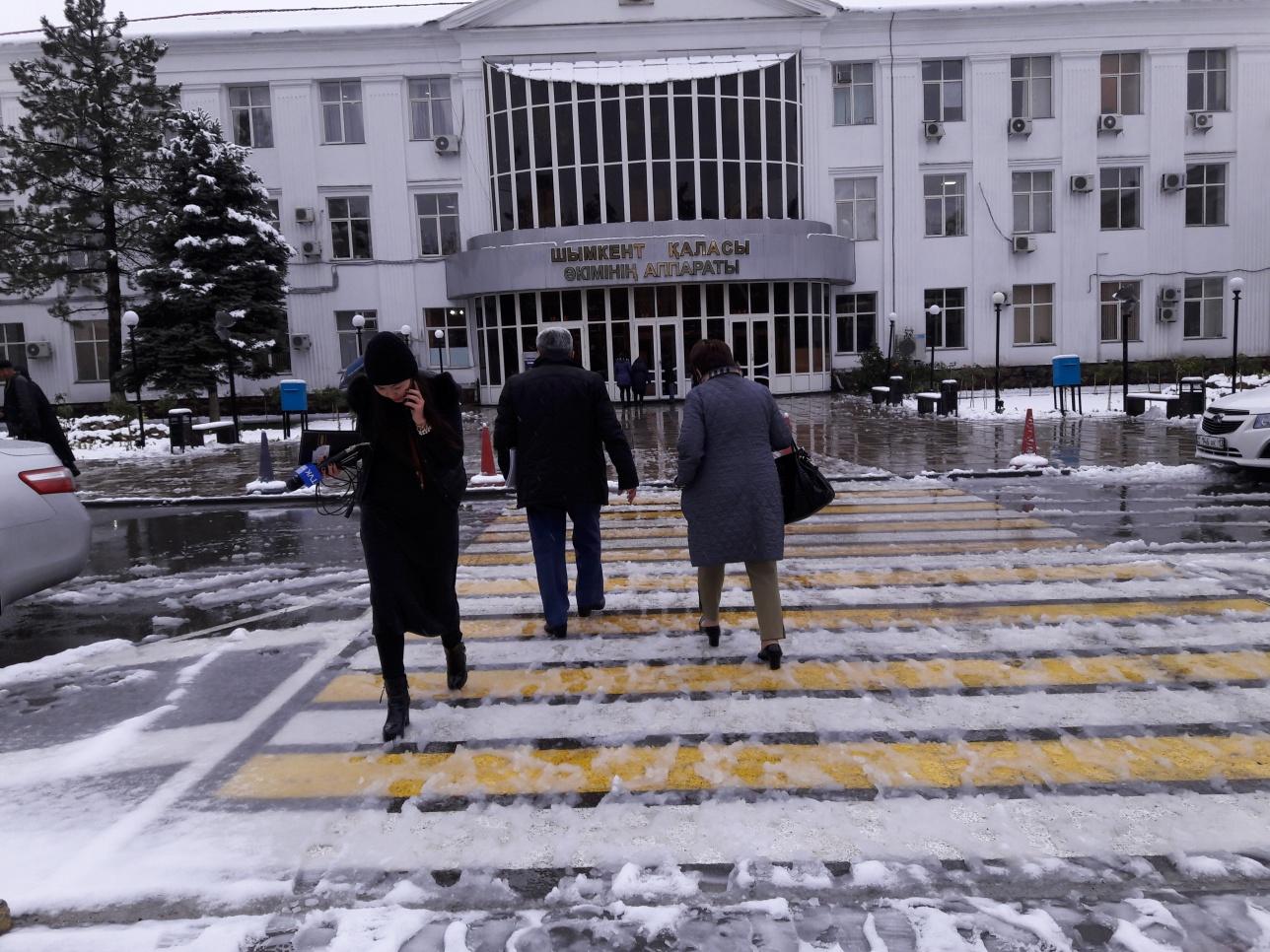 в Шымкете опять выпал снег