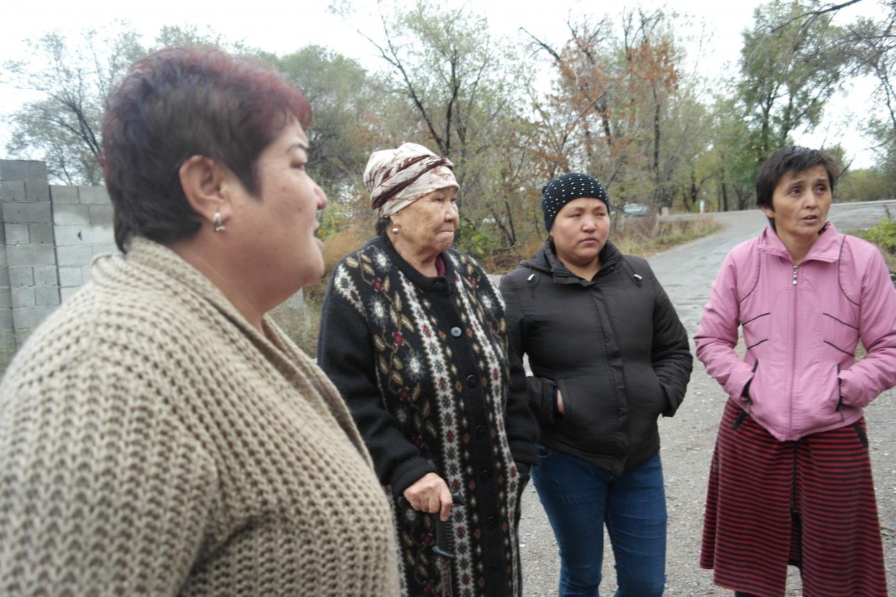 """Женщины в посёлке """"Байтерек"""" боятся выходить на улицу"""