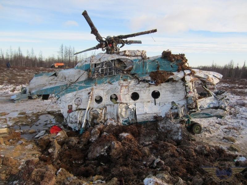 Разбившийся вертолёт Ми-8 готовят к эвакуации