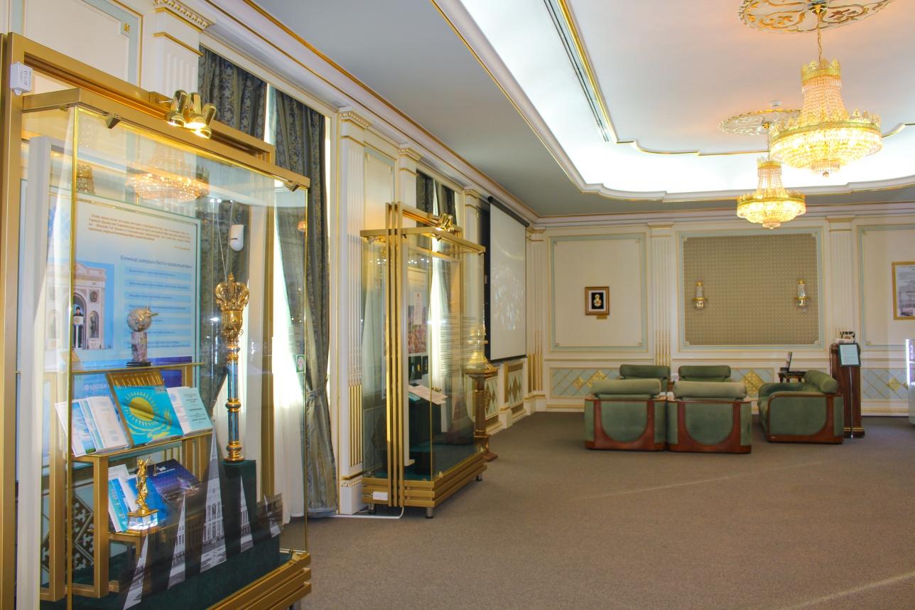 В Мажилис зале можно ознакомиться с рукописями Президента, его выступлениями