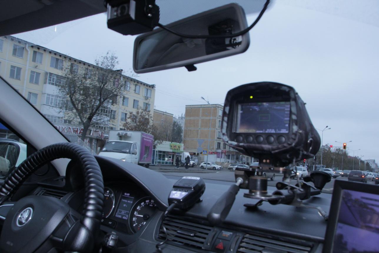 Патрульный автомобиль оборудован спецтехникой
