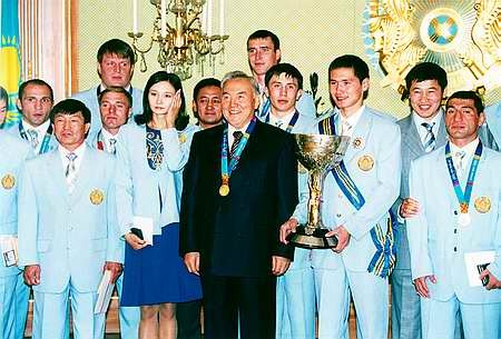 Нурсултан Назарбаев с медалистами афинской Олимпиады