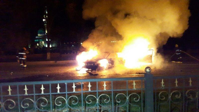 Обе машины сгорели дотла