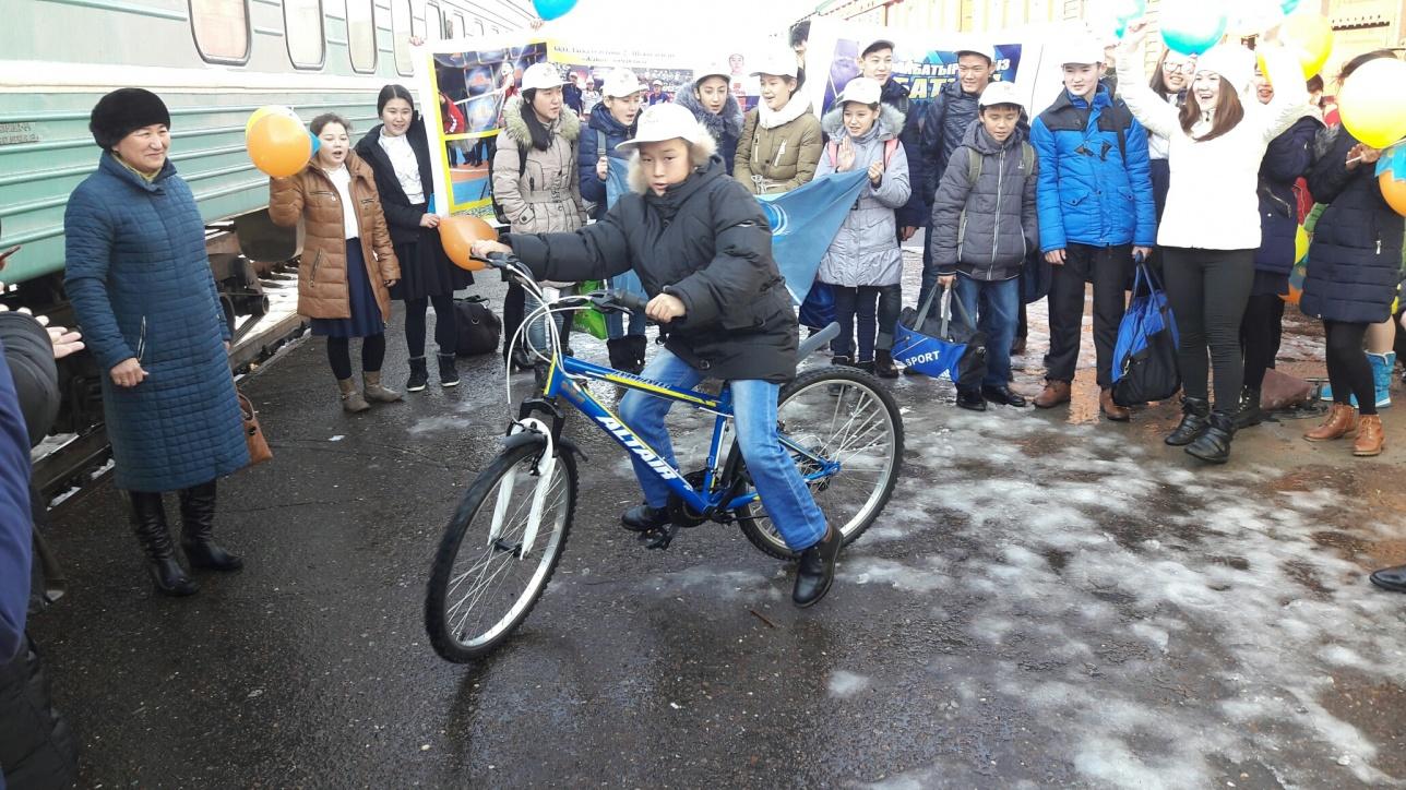 Велосипед Айбатыру подарил аким СКО