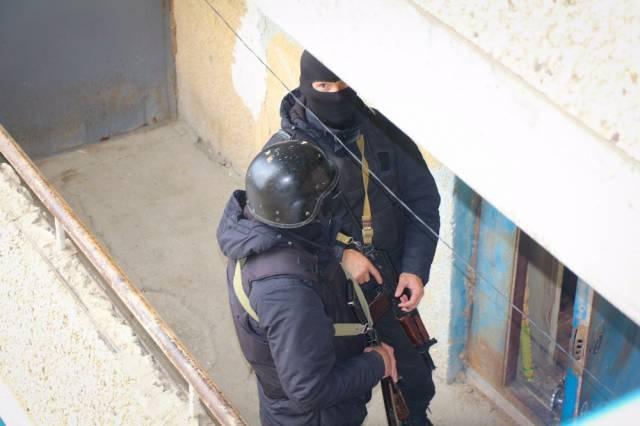 К месту переполоха были стянуты вооружённые полицейские