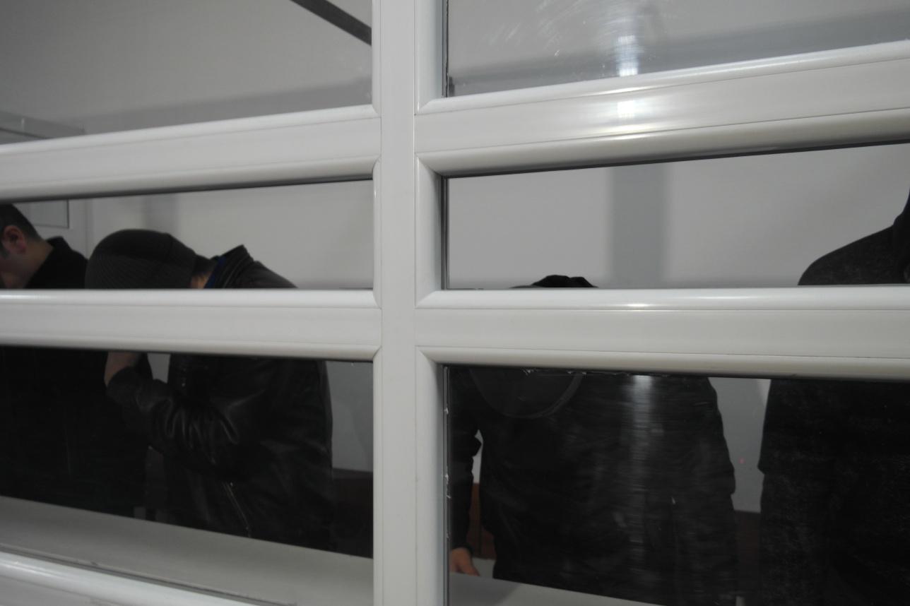 Подсудимые прятали лица от камер