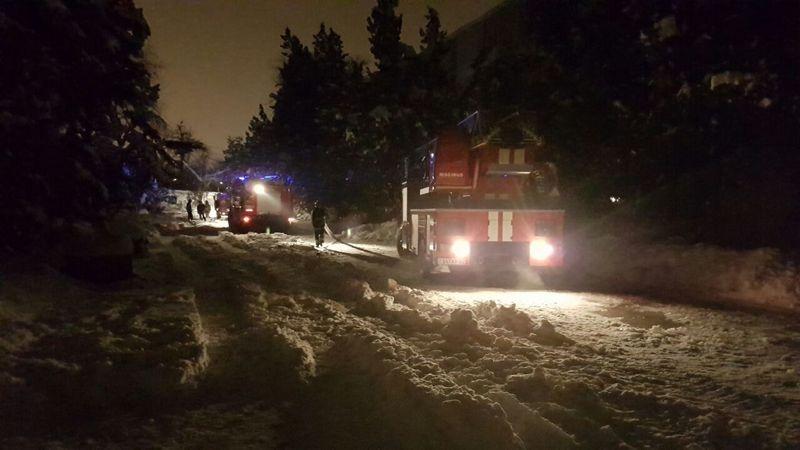 На борьбу с пожаром прибыло 25 единиц техники