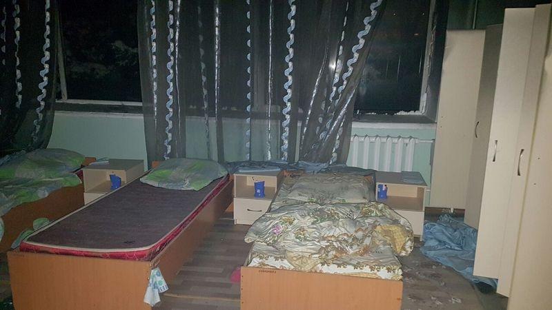 Одна из спальных комнат детдома
