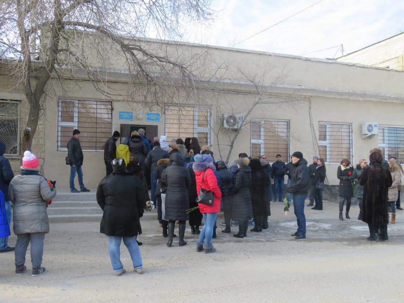 Сотни жителе Актау пришли попрощаться с Викторией Мининой