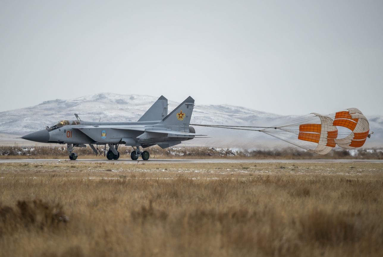Посадка и выпуск тормозных парашютов МиГ-31
