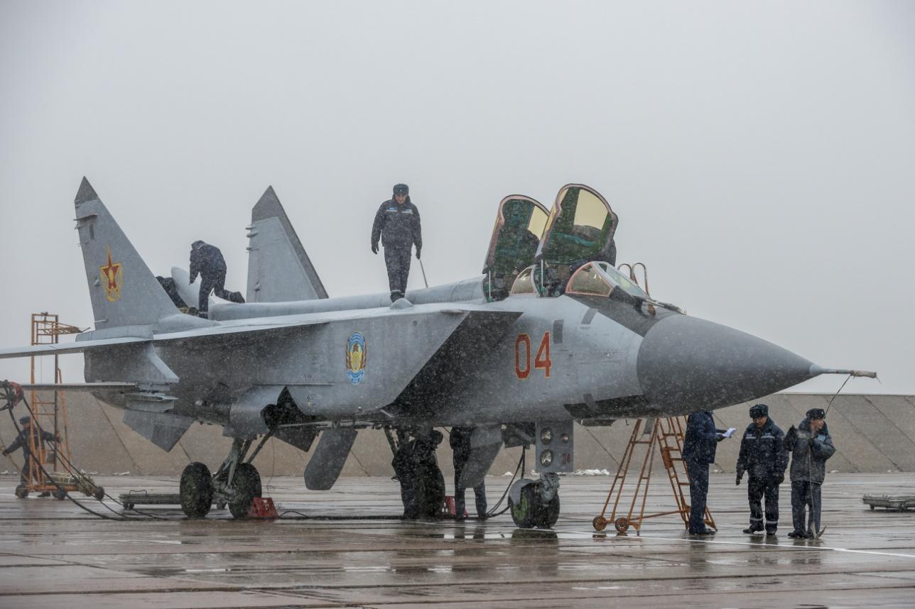 Подготовка МиГ-31 в сложных метеоусловиях