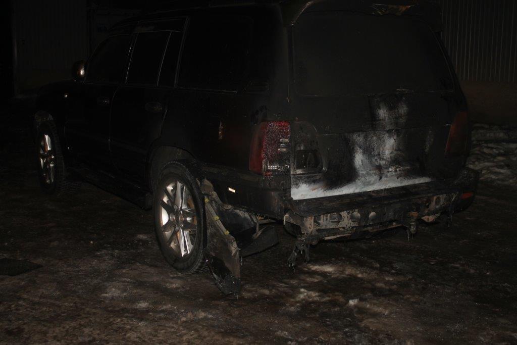 Джип загорелся на автомойке в результате хлопка