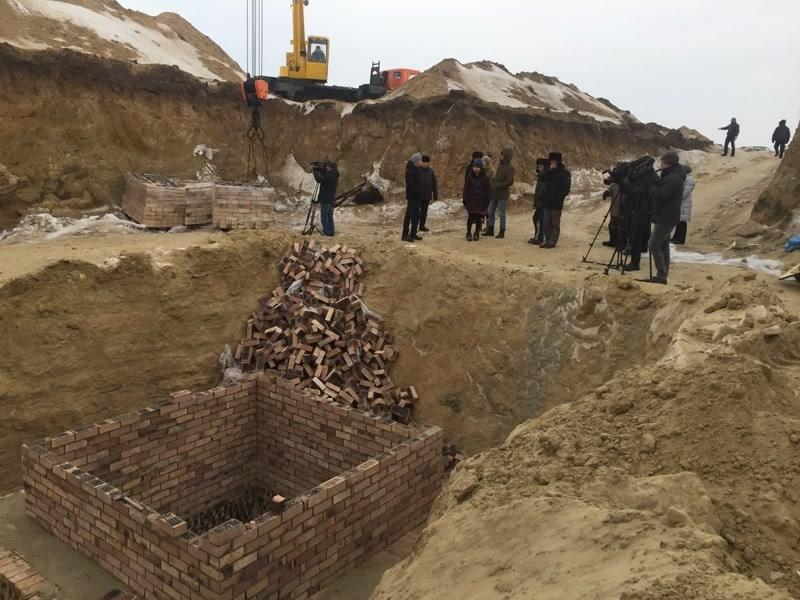 Жители села измерили расстояние от крайних домов до стройки. Оказалось 600 метров