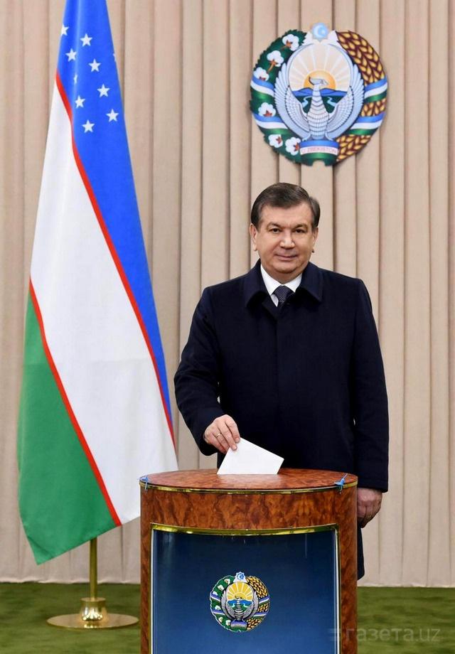 Шавкат Мирзиёев тоже отдал свой голос на выборах президента Узбекистана