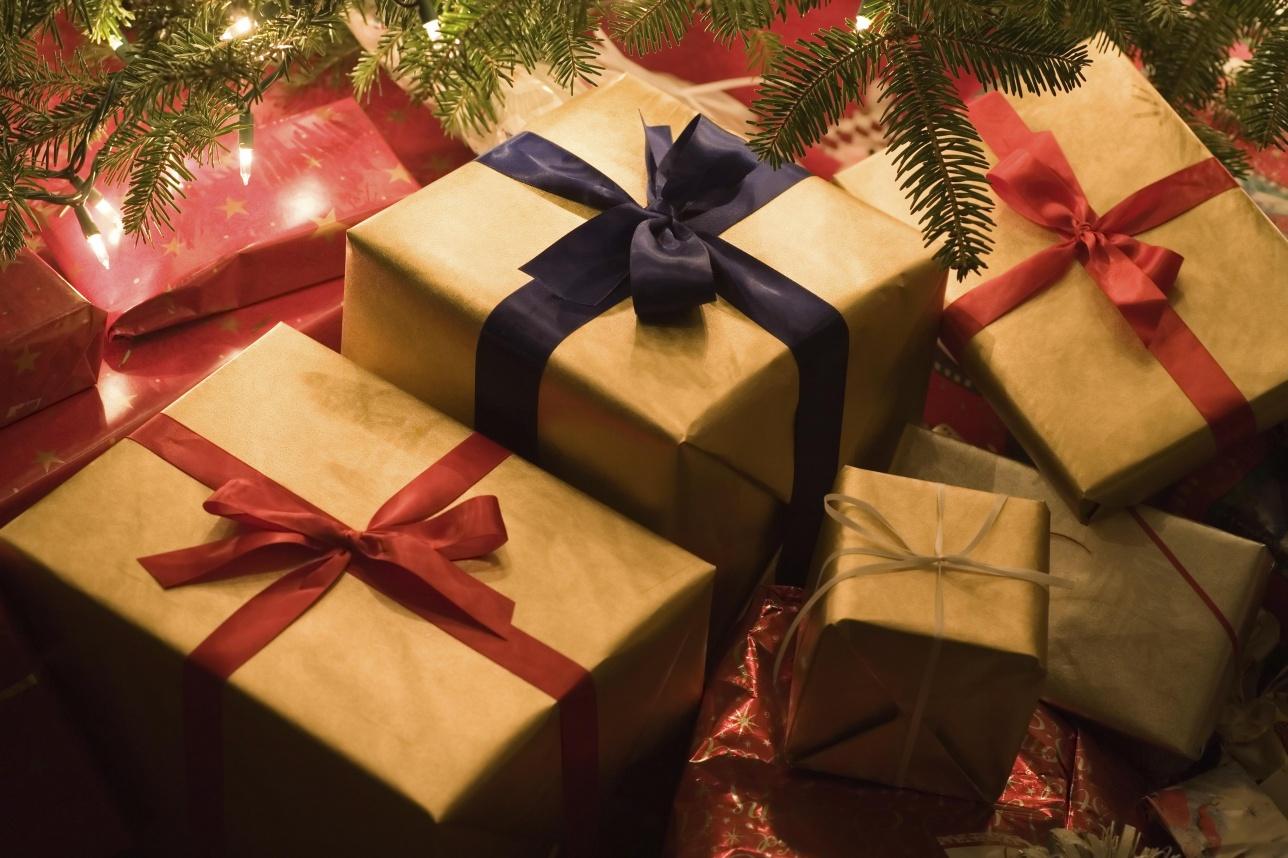 Дети в детдомах не любят упакованные подарки