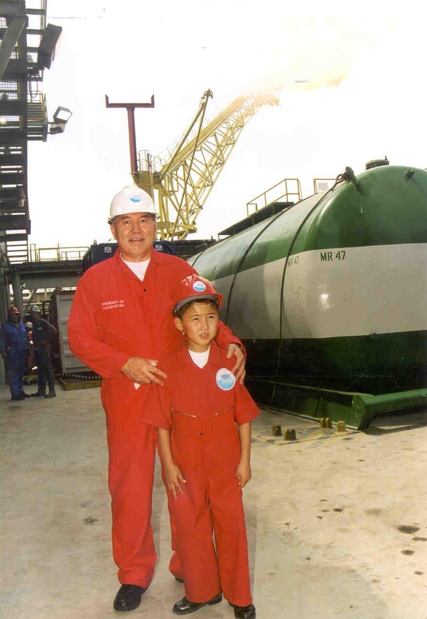 Назарбаев и Серик Уап в 2000 году