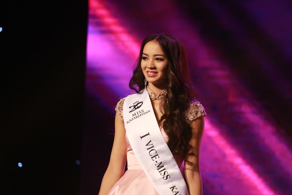 Участница конкурса красоты из Астаны Ельназ Нурсеитова