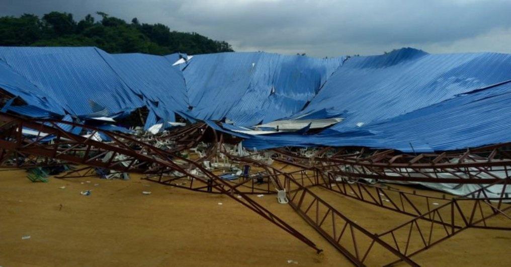 Крыша недостроенной церкви обвалилась на верующих