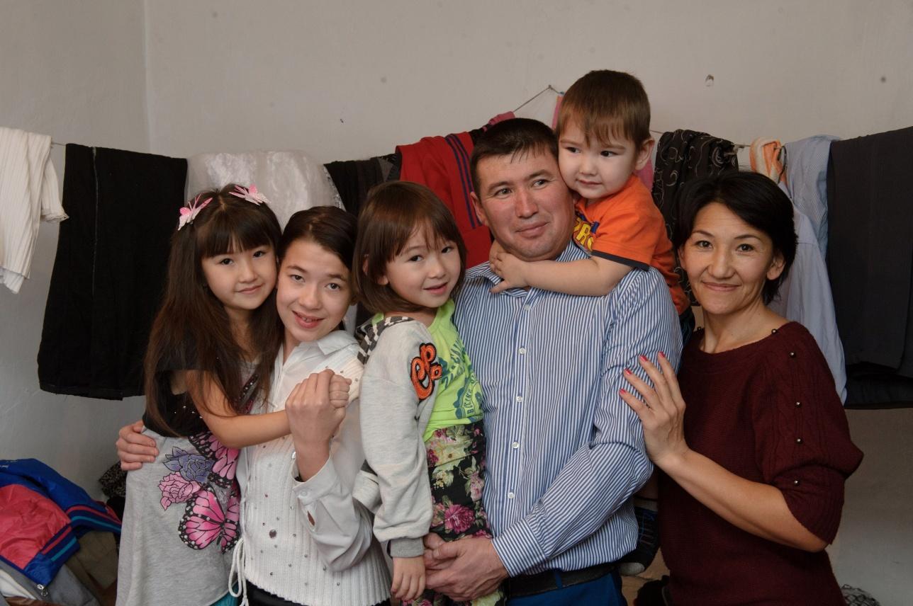 Многодетная семья сельского учителя осталась без крыши над головой