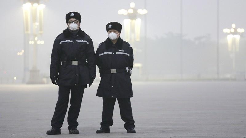 В Пекине защищаются от смога с помощью марлевых повязок