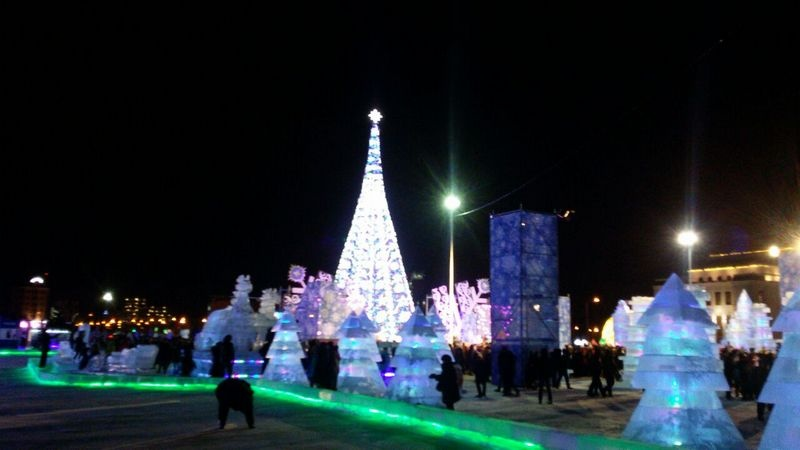 """У """"Хан Шатыра"""" открылся самый большой ледовый городок"""