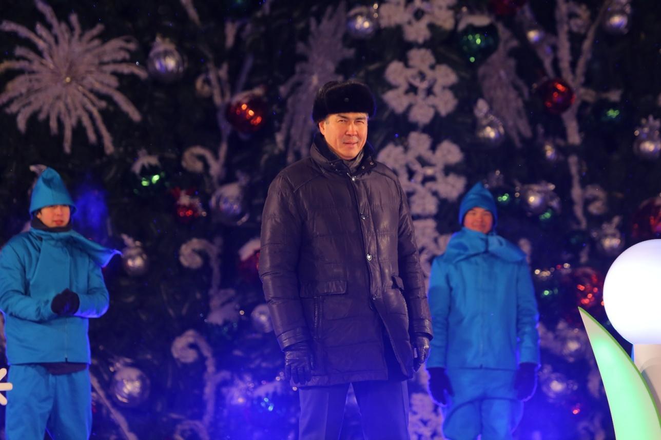 Градоначальник Астаны принял участие в церемонии зажжения елки