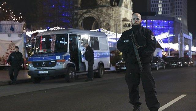 На улицах Берлина дежурят автоматчики