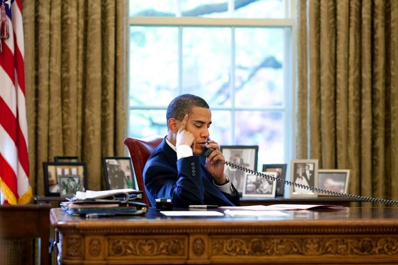 Телефон экстренной связи Обама использовал впервые