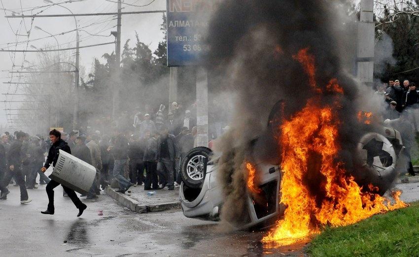 Беспорядки в Бишкеке во время апрельской революции 2010 года