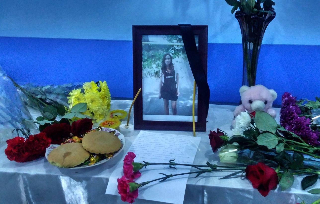 Во время взрыва гранаты Алматинском колледже моды и дизайна погибла 16-летняя Светлана Яковлева