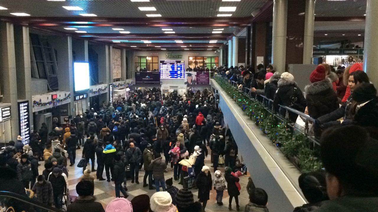 Прибытия поездов ожидают тысячи пассажиров