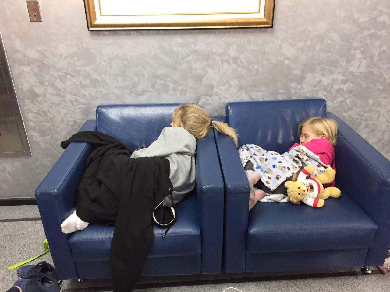 Дети некоторых пассажиров заболели, их едва удалось расположить на свободных креслах