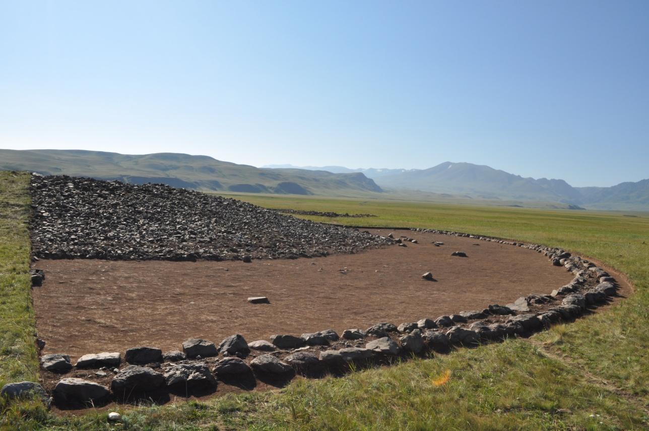 Раскопанный сектор кургана