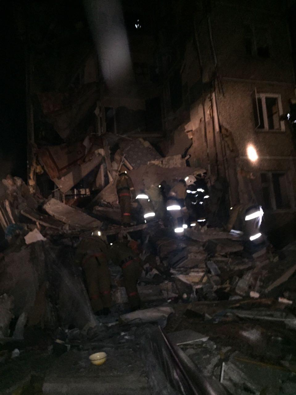 Из-под завалов спасены четыре человека, в том числе двое детей