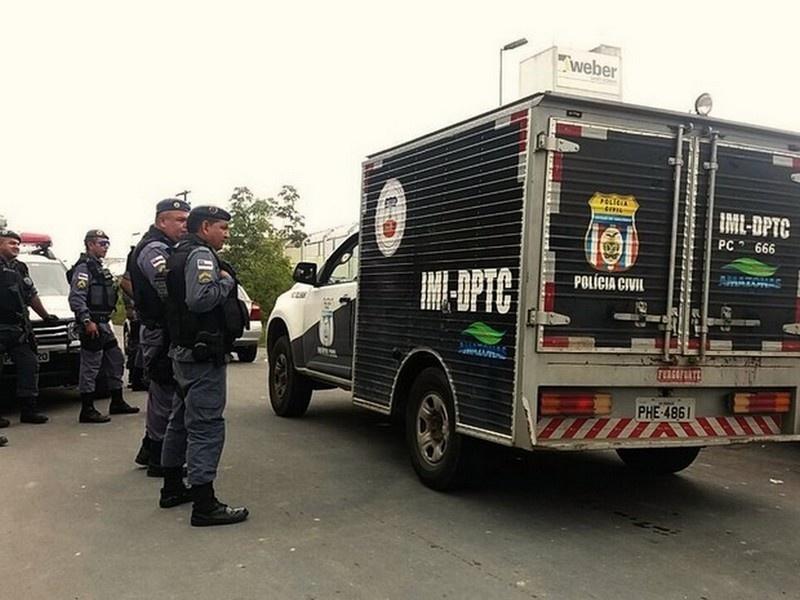 Полиция Бразилии возле тюремного блока