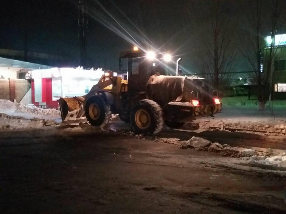 На месте уже работает снегоуборочная техника
