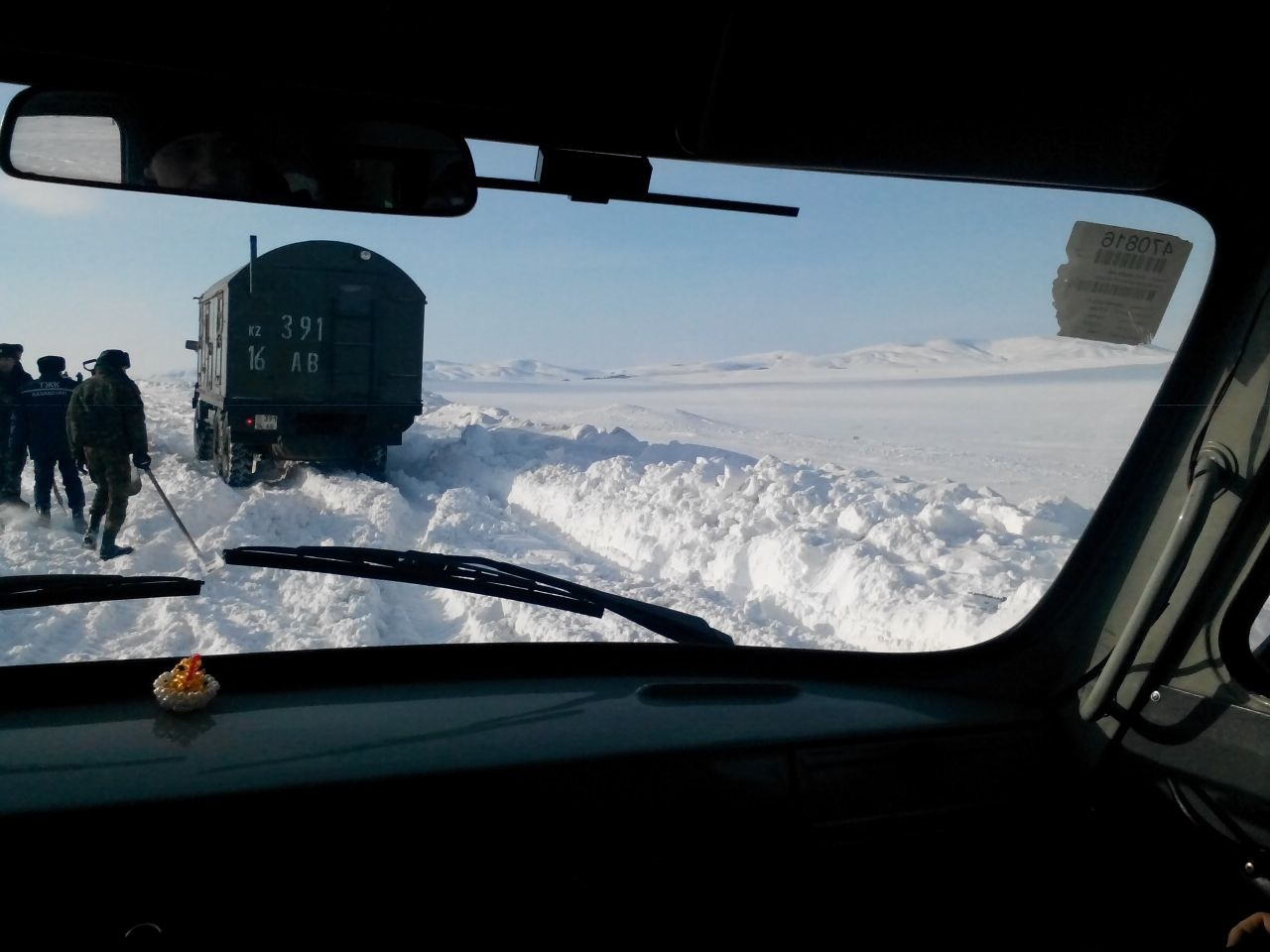 Спецтехника ЧС застряла в снегу