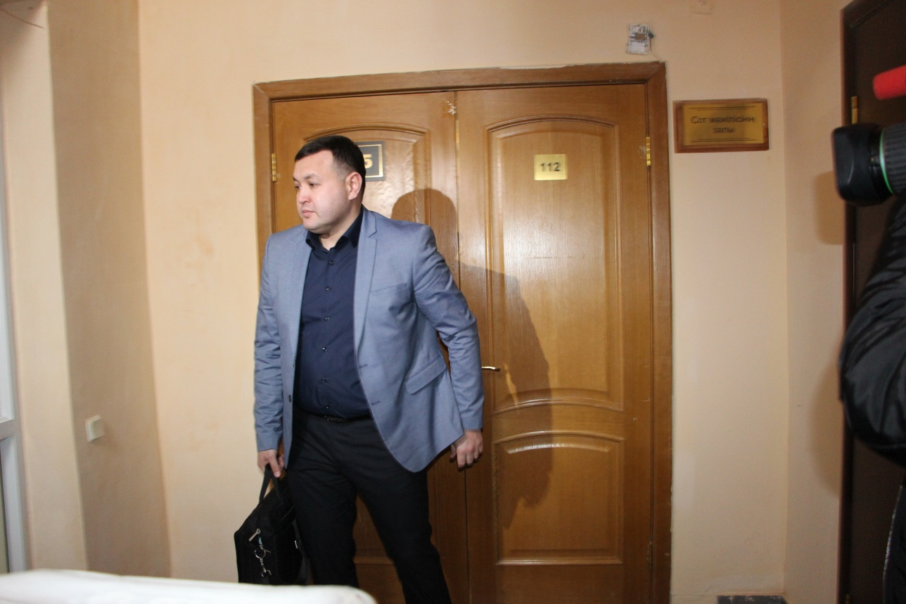 Адвокат покидает зал суда