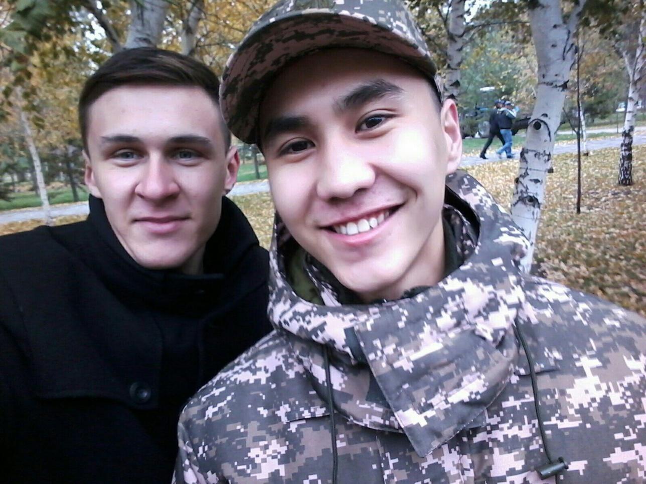 Асет Жусупов с другом