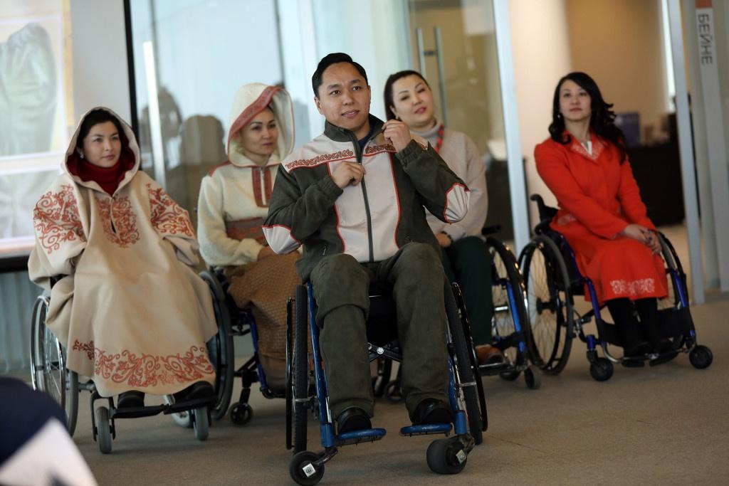 Первые модели одежды для инвалидов-колясочников